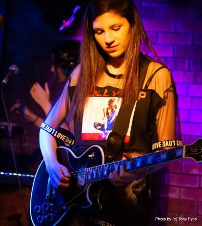 בנות הטום באוזןבר.צילום טוני פיין