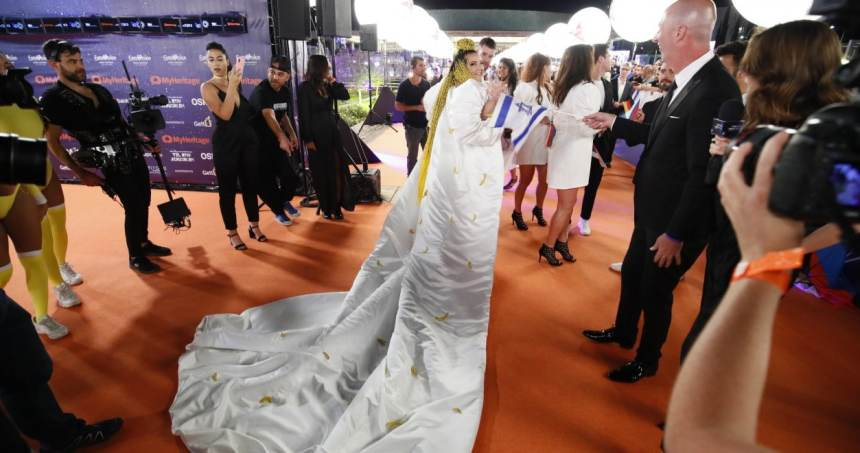 נטע ברזילי על השטיח הכתום.צילום באדיבות איגוד השידור האירופאי