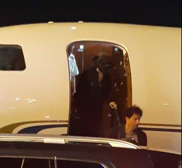 נקלטה בעדשה, מדונה יורדת מהמטוס הפרטי בנתב