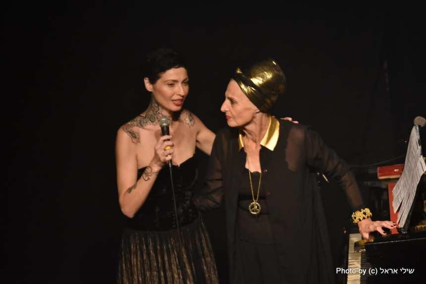 קמילה ואמא. צילום שילי אראל