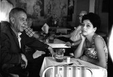 """נתן אלתרמן יחד עם בתו תרצה אתר בקפה """"כסית"""", תמונה מה-1 בינואר 1960. צלם: אברהם ברזילי. מתוך אוסף דן הדני - פייסבוק האירועים"""