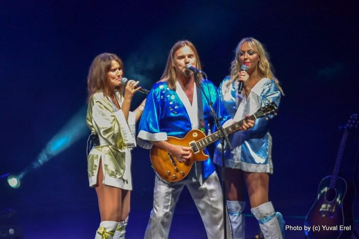 להקת Björn Again בתל אביב. צילום יובל אראל