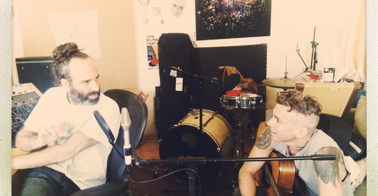 אסף אבידן ותמיר מוסקט באולפן, חזרו לעבוד ביחד. תצלום מהפייסבוק של אבידן