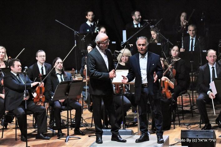 אשרת וקריבושי עם התזמורת הקאמרית הקיבוצית. צילום שילי אראל