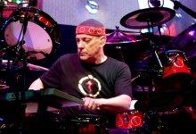 Photo of המתופף ניל פרט מלהקת הרוק הקנדית Rush הלך לעולמו בגיל 67