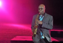 Photo of המוזיקאי האפריקאי מנו דיבנגו הלך לעולמו