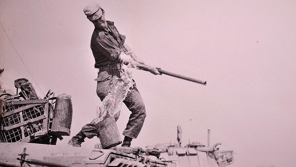 הטנק, צילום רם אוריון