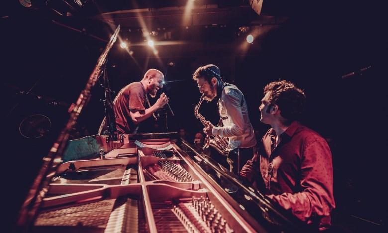 עומרי מור, דניאל זמיר ורביד כחלני בצוללת צהובה. צילום יונתן בוגר