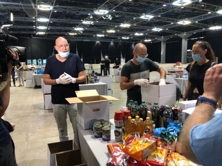 אברהם טל וצביקה הדר - אמנים מתנדבים בפרויקט חבילות הסיוע לעובדי תעשיית התרבות