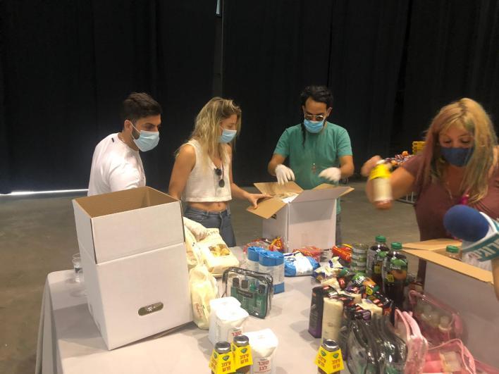 אליעד נחום -אמנים מתנדבים בפרויקט חבילות הסיוע לעובדי תעשיית התרבות