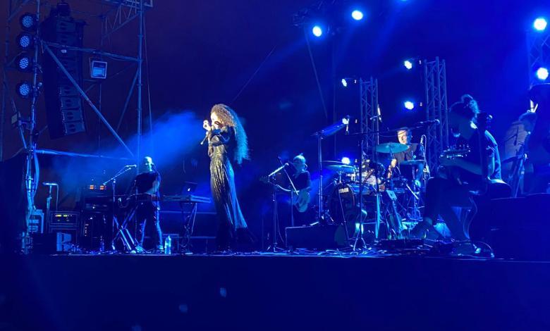 יובל דיין בהופעה בגבעת ברנר. צילום: נטע בירק