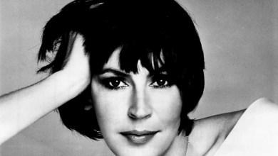 Photo of הזמרת  הלן רדי הלכה לעולמה בת 78