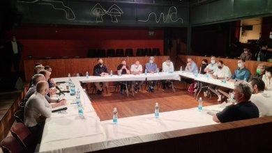 """במהלך המפגש בין נציגי הממשלה לנציגי עולם התרבות. מתוך הטוויטר של רוה""""מ נפתלי בנט"""