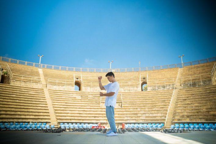 הראל סקעת בקיסריה. צילום עידן דמארי