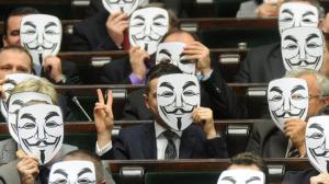 Polish politicians use Guy Fawkes Anonymous masks