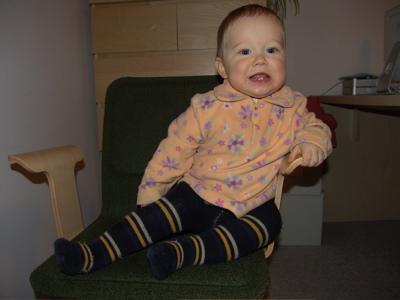 Auf Papas Stuhl geklettert :-)