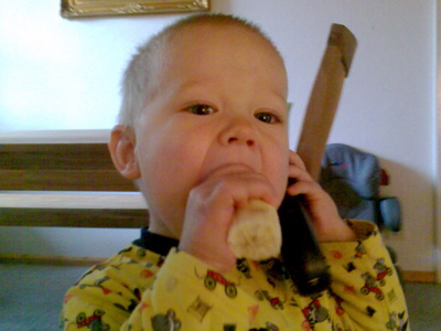 Banane mampfen und telefonieren