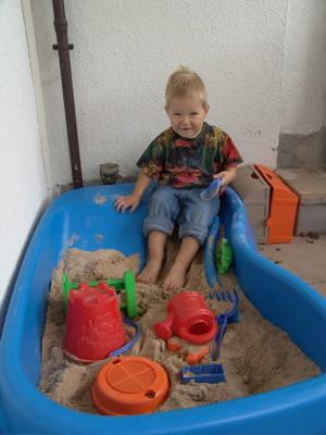 Ich hocke in meinem Sandkasten