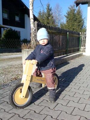 Ich fahre auf meinem Laufrad