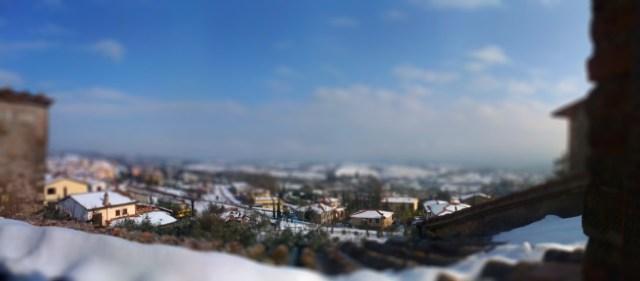Eine wunderschöne verschneite Aussicht