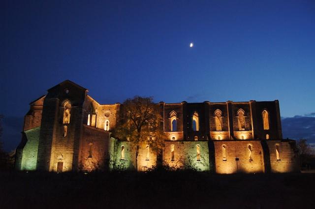L'Abbazia di San Galgano di notte