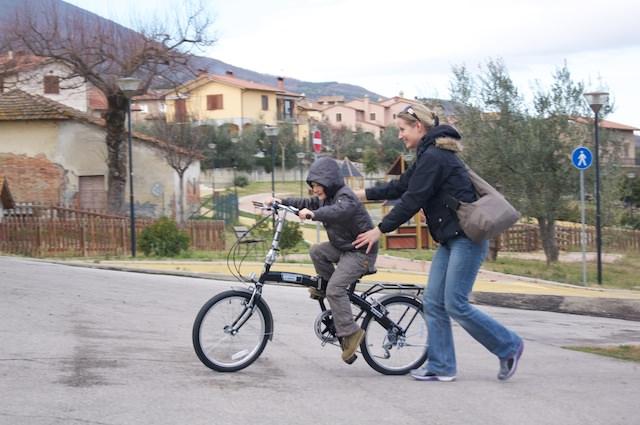 Fonzie prova la sua bici