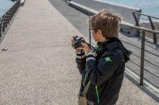 Un piccolo fotografo in azione