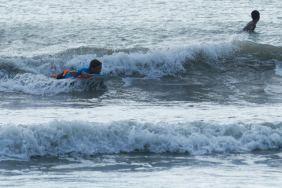 Yves si diverte con il bodyboard