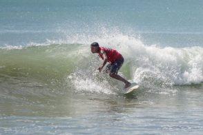 Anton surfa l'onda
