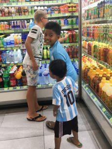 Vado al supermercato con Rio e Adih