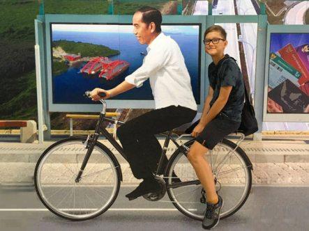 Yves rides a bike with President Yokowi