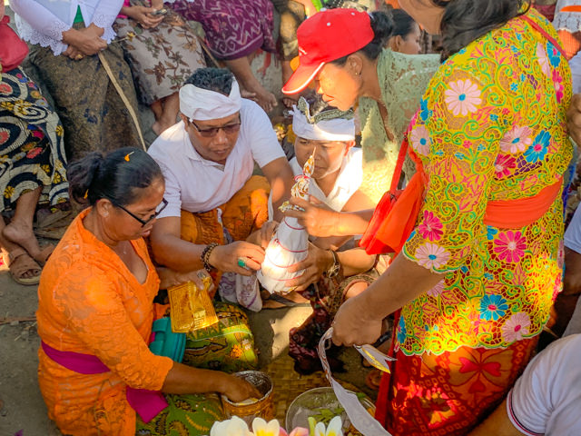 The coconut containing the ashes is decorated