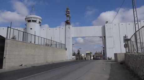 military-checkpoint-at-the-separation-wall-between-jerusalem-israel-and-bethlehem-west-bank_rl64ozaue_thumbnail-full01.png