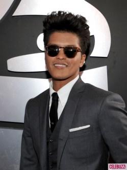 Bruno-Mars-at-the-2012-Grammy-Awards-2-435x580
