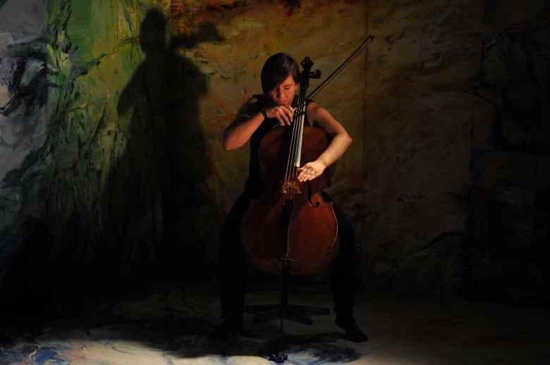 UNDA Cellotronica cellist Clara Rivière.