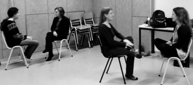 Deelnemers tijdens een oefening van de Method Acting workshop van Yvonne Gillissen