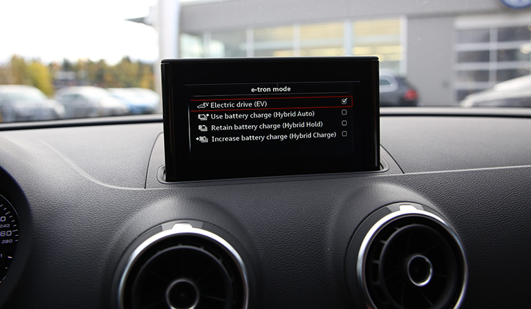 Dashbord med display i Audi A3 e-tron