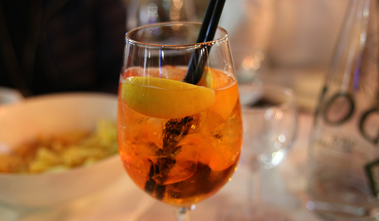 Glass med Aperol Spitz.