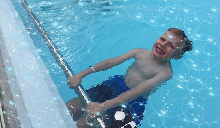 Leander i basseng.