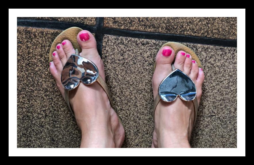 Bein med sandaler
