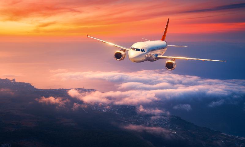 Passasjerfly i luften.