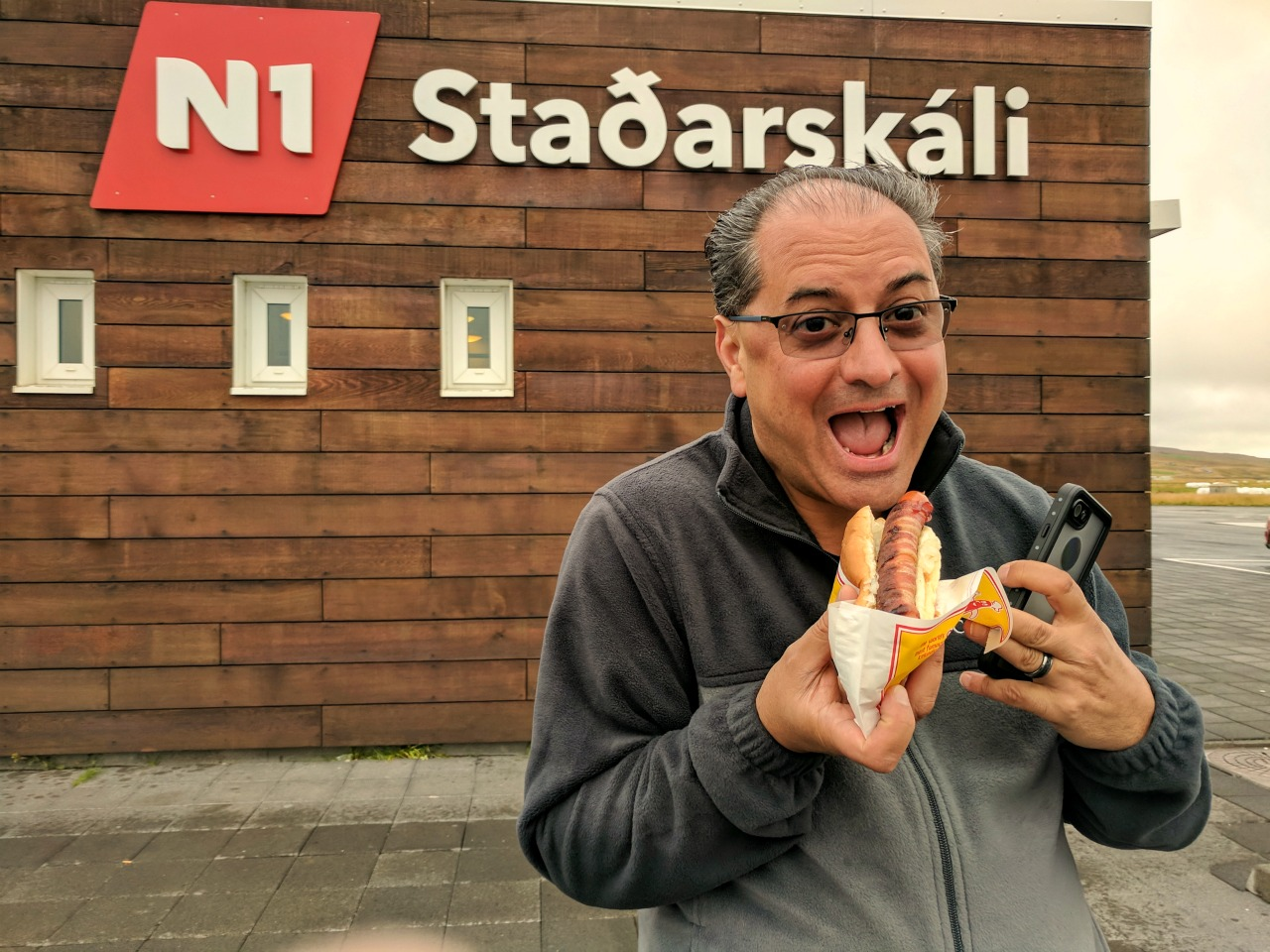 10 top reasons to visit Iceland. You must try Icelandic famous hot dog!