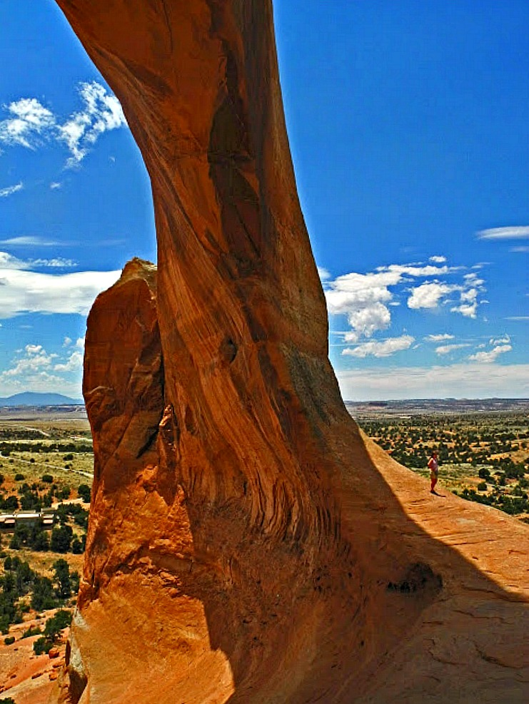Why Utah is the Best State for Nature Lovers. Wilson's Arch near Moab Utah.