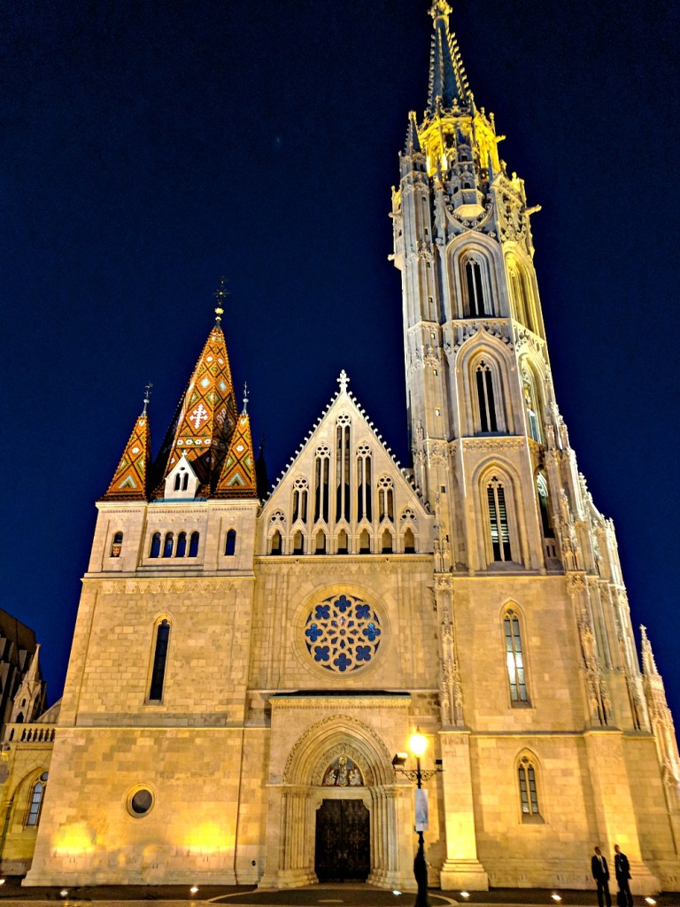 Budapest travel guide. Sights to see. Matthias Church.