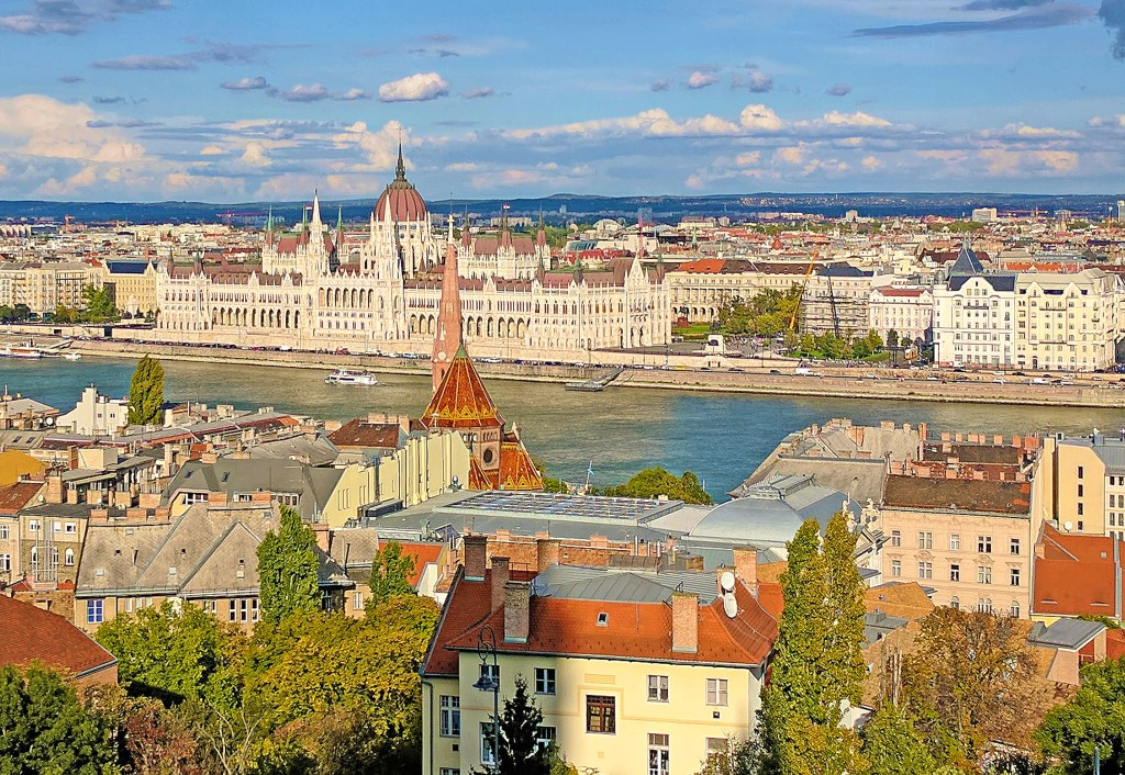 Budapest travel guide. A view of the city from Gellert Hill.