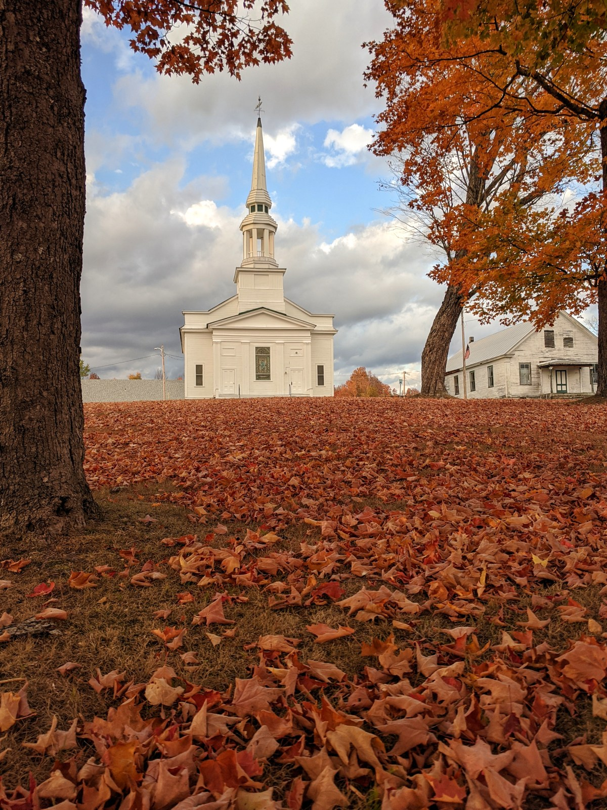 Vermont is known for it white churches among the trees.