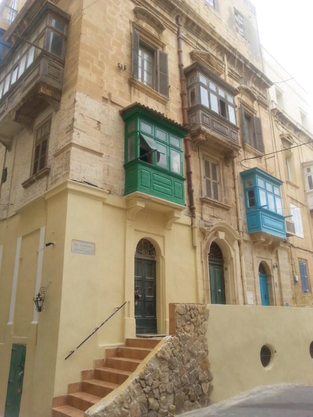 20 Malta zabudowane balkony kolorowa stolarka valetta stolica