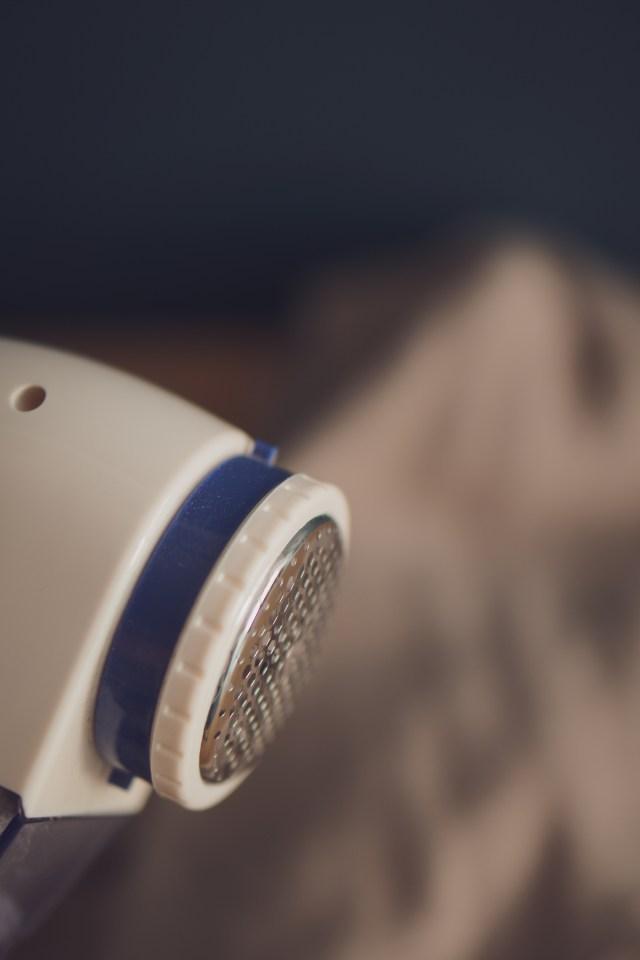Elektryczna golarka do ubrań