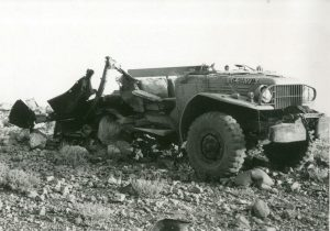 Джип, подорвавшийся на мине около Арада