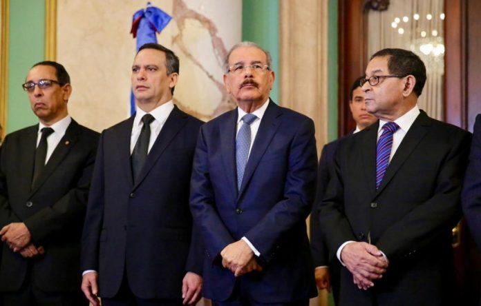 Danilo Medina juramenta a Luis Henry Molina y otros jueces que integrarán  la SCJ - Z 101 Digital